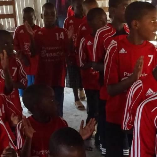 Fairtrade Video in Tansania – mit dem Gröbenzeller Fairtrade Fußball